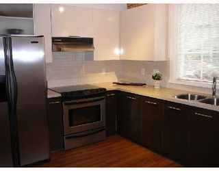 """Photo 3: 42 550 BROWNING Place in North_Vancouver: Seymour Townhouse for sale in """"TANAGER"""" (North Vancouver)  : MLS®# V709565"""