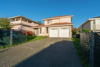 Photo 1: 8203 152 Street in Surrey: Bear Creek Green Timbers House for sale : MLS®# R2443253