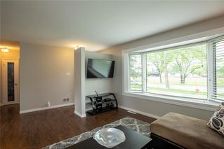 Photo 4: 918 Lindsay Street in Winnipeg: River Heights South Residential for sale (1D)  : MLS®# 202013070