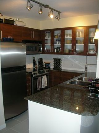 """Photo 2: 833 AGNES Street in New Westminster: Downtown NW Condo for sale in """"NEWS"""" : MLS®# V635692"""