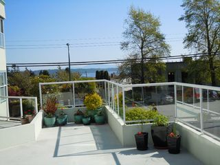 "Photo 19: 15367 Buena Vista Avenue Avenue in White Rock: Condo for sale in ""The ""PALMS"""""