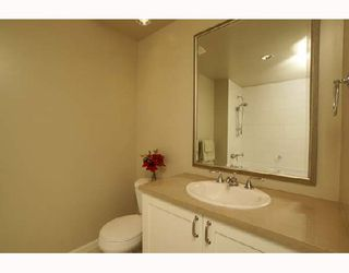 """Photo 7: 701 170 W 1ST Street in North_Vancouver: Lower Lonsdale Condo for sale in """"ONE PARK LANE"""" (North Vancouver)  : MLS®# V678503"""