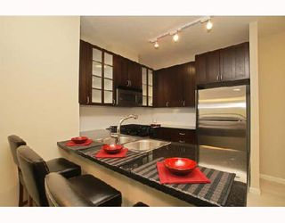 """Photo 3: 701 170 W 1ST Street in North_Vancouver: Lower Lonsdale Condo for sale in """"ONE PARK LANE"""" (North Vancouver)  : MLS®# V678503"""