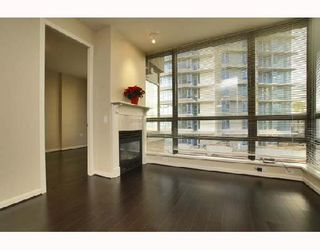 """Photo 1: 701 170 W 1ST Street in North_Vancouver: Lower Lonsdale Condo for sale in """"ONE PARK LANE"""" (North Vancouver)  : MLS®# V678503"""