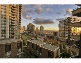 """Photo 9: 701 170 W 1ST Street in North_Vancouver: Lower Lonsdale Condo for sale in """"ONE PARK LANE"""" (North Vancouver)  : MLS®# V678503"""