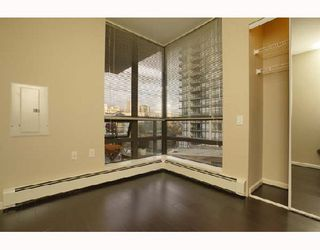 """Photo 6: 701 170 W 1ST Street in North_Vancouver: Lower Lonsdale Condo for sale in """"ONE PARK LANE"""" (North Vancouver)  : MLS®# V678503"""