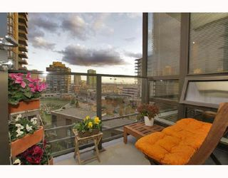 """Photo 8: 701 170 W 1ST Street in North_Vancouver: Lower Lonsdale Condo for sale in """"ONE PARK LANE"""" (North Vancouver)  : MLS®# V678503"""