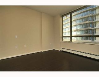 """Photo 4: 701 170 W 1ST Street in North_Vancouver: Lower Lonsdale Condo for sale in """"ONE PARK LANE"""" (North Vancouver)  : MLS®# V678503"""