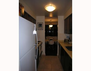 Photo 5: 204 444 LONSDALE Avenue in North_Vancouver: Lower Lonsdale Condo for sale (North Vancouver)  : MLS®# V688529