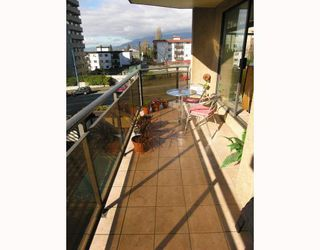 Photo 9: 204 444 LONSDALE Avenue in North_Vancouver: Lower Lonsdale Condo for sale (North Vancouver)  : MLS®# V688529