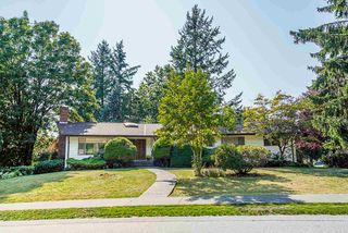 Photo 1: 6477 KNIGHT Drive in Delta: Sunshine Hills Woods House for sale (N. Delta)  : MLS®# R2395088