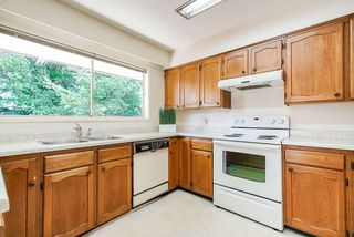 Photo 4: 6477 KNIGHT Drive in Delta: Sunshine Hills Woods House for sale (N. Delta)  : MLS®# R2395088