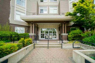 Photo 2: 401 13555 GATEWAY Drive in Surrey: Whalley Condo for sale (North Surrey)  : MLS®# R2528639