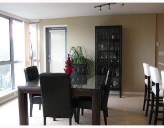 "Photo 7: 902 295 GUILDFORD Way in Port_Moody: North Shore Pt Moody Condo for sale in ""BENTELY"" (Port Moody)  : MLS®# V677629"