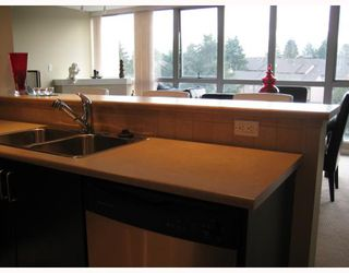 "Photo 3: 902 295 GUILDFORD Way in Port_Moody: North Shore Pt Moody Condo for sale in ""BENTELY"" (Port Moody)  : MLS®# V677629"