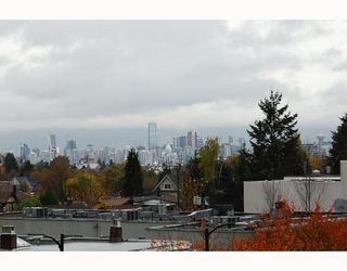 "Photo 10: PH9 702 E KING EDWARD Avenue in Vancouver: Fraser VE Condo for sale in ""MAGNOLIA"" (Vancouver East)  : MLS®# V796730"
