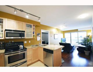 "Photo 1: PH9 702 E KING EDWARD Avenue in Vancouver: Fraser VE Condo for sale in ""MAGNOLIA"" (Vancouver East)  : MLS®# V796730"