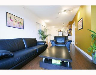 "Photo 3: PH9 702 E KING EDWARD Avenue in Vancouver: Fraser VE Condo for sale in ""MAGNOLIA"" (Vancouver East)  : MLS®# V796730"