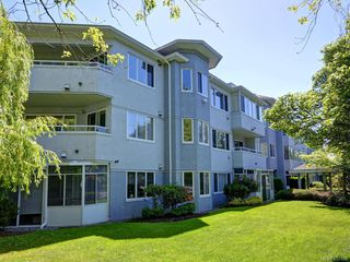 Photo 1: 206 3921 Shelbourne St in : SE Mt Tolmie Condo for sale (Saanich East)  : MLS®# 857180