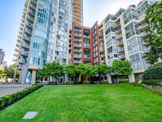 """Photo 1: 902 1000 BEACH Avenue in Vancouver: Yaletown Condo for sale in """"1000 BEACH"""" (Vancouver West)  : MLS®# R2506379"""