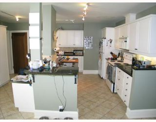 Photo 4: 2102 10 Street SW in CALGARY: Mount Royal Residential Detached Single Family for sale (Calgary)  : MLS®# C3262449