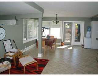 Photo 8: 2102 10 Street SW in CALGARY: Mount Royal Residential Detached Single Family for sale (Calgary)  : MLS®# C3262449