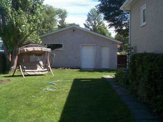 Photo 2: 327 OLIVE Street in Winnipeg: St James Single Family Detached for sale (West Winnipeg)  : MLS®# 2512292