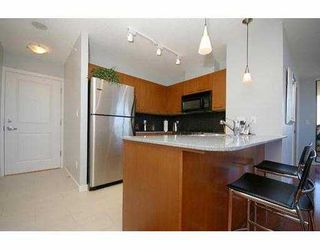 "Photo 5: 1605 4333 CENTRAL Boulevard in Burnaby: Metrotown Condo for sale in ""THE PRESIDIA"" (Burnaby South)  : MLS®# V663478"