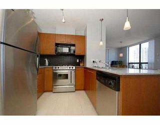 "Photo 6: 1605 4333 CENTRAL Boulevard in Burnaby: Metrotown Condo for sale in ""THE PRESIDIA"" (Burnaby South)  : MLS®# V663478"