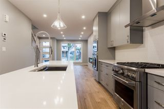 Photo 2: 9511 70 Avenue NW in Edmonton: Zone 17 House for sale : MLS®# E4176249