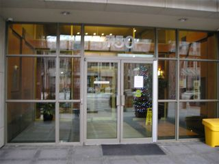 Photo 2: 1811 750 Bay Street in Toronto: Bay Street Corridor Condo for lease (Toronto C01)  : MLS®# C5073361