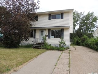 Photo 1: 717 George Street in Estevan: Hillside Residential for sale : MLS®# SK813523