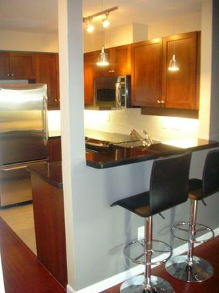 Photo 3: # 205 997 W 22ND AV in Vancouver: CA Cambie Condo for sale (VW Vancouver West)  : MLS®# V637587
