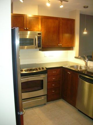 Photo 2: # 205 997 W 22ND AV in Vancouver: CA Cambie Condo for sale (VW Vancouver West)  : MLS®# V637587