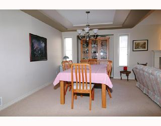 "Photo 3: 22750 HOLYROOD Avenue in Maple_Ridge: East Central House for sale in ""GREYSTONE"" (Maple Ridge)  : MLS®# V672223"