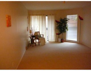 """Photo 2: 203 975 W 13TH Avenue in Vancouver: Fairview VW Condo for sale in """"OAKMONT PLACES"""" (Vancouver West)  : MLS®# V710519"""
