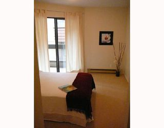 """Photo 4: 203 975 W 13TH Avenue in Vancouver: Fairview VW Condo for sale in """"OAKMONT PLACES"""" (Vancouver West)  : MLS®# V710519"""
