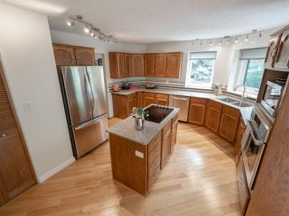 Photo 6: 108 WOLF WILLOW Close in Edmonton: Zone 22 House for sale : MLS®# E4167903