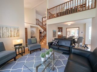 Photo 3: 108 WOLF WILLOW Close in Edmonton: Zone 22 House for sale : MLS®# E4167903