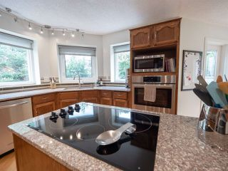 Photo 8: 108 WOLF WILLOW Close in Edmonton: Zone 22 House for sale : MLS®# E4167903