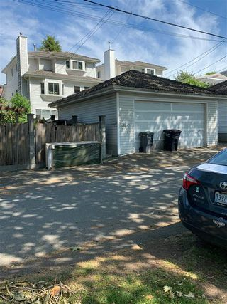 """Photo 4: 4499 NANAIMO Street in Vancouver: Victoria VE House for sale in """"ZONED FOR DUPLEX"""" (Vancouver East)  : MLS®# R2412448"""