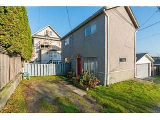 Photo 2: 716 E 11TH Avenue in Vancouver: Mount Pleasant VE House for sale (Vancouver East)  : MLS®# R2421973