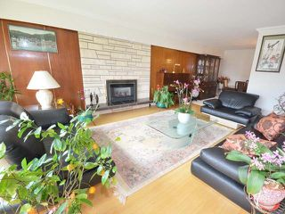 Photo 2: 7278 ELMHURST Drive in Vancouver: Fraserview VE House for sale (Vancouver East)  : MLS®# R2469919