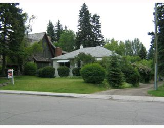 Photo 3: 1017 Dorchester Avenue SW in CALGARY: Mount Royal Residential Detached Single Family for sale (Calgary)  : MLS®# C3256523