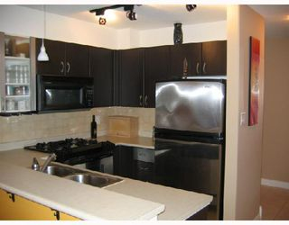 "Photo 3: 204 2741 E HASTINGS Street in Vancouver: Hastings East Condo for sale in ""THE RIVIERA"" (Vancouver East)  : MLS®# V683987"