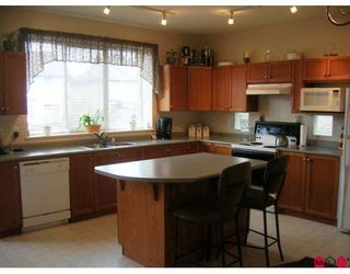 "Photo 4: 18519 67A Avenue in Surrey: Cloverdale BC House for sale in ""Heartland"" (Cloverdale)  : MLS®# F2809509"
