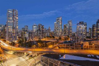 "Main Photo: 1303 1455 HOWE Street in Vancouver: Yaletown Condo for sale in ""POMARIA"" (Vancouver West)  : MLS®# R2410401"