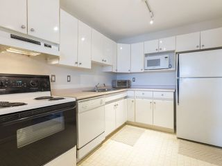 "Photo 11: 311 14993 101A Avenue in Surrey: Guildford Condo for sale in ""Cartier Place"" (North Surrey)  : MLS®# R2433333"