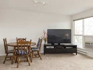 "Photo 6: 311 14993 101A Avenue in Surrey: Guildford Condo for sale in ""Cartier Place"" (North Surrey)  : MLS®# R2433333"