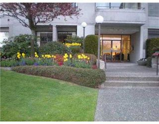 "Photo 2: # 1002 1341 CLYDE AV in West Vancouver: Ambleside Condo for sale in ""CLYDE GARDENS"" : MLS®# V898091"